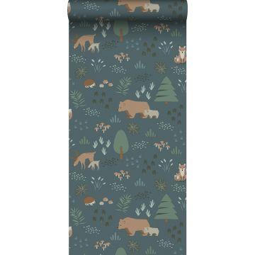 papier peint forêt avec des animaux de la forêt bleu gris, vert et beige de ESTA home