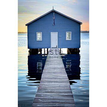 papier peint panoramique maison de plage bleu, gris et rouge grisé clair de ESTA home