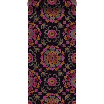 papier peint fleurs suzani noir, orange et rose de Origin